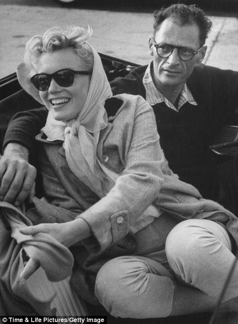آرتور میلر به همراه مرلین مونرو -