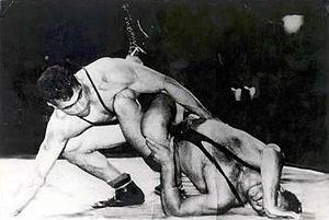 نگاهی به زندگی و مرگ غلامرضا تختی /عبدالله موحد: تختی را بهزور سیاسی کردند!